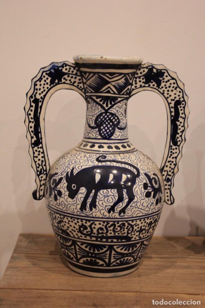 Antigüedades: Pareja de jarras con asas, cerámica granadina. 28cm de altura. Con numeración. - Foto 3 - 224098002