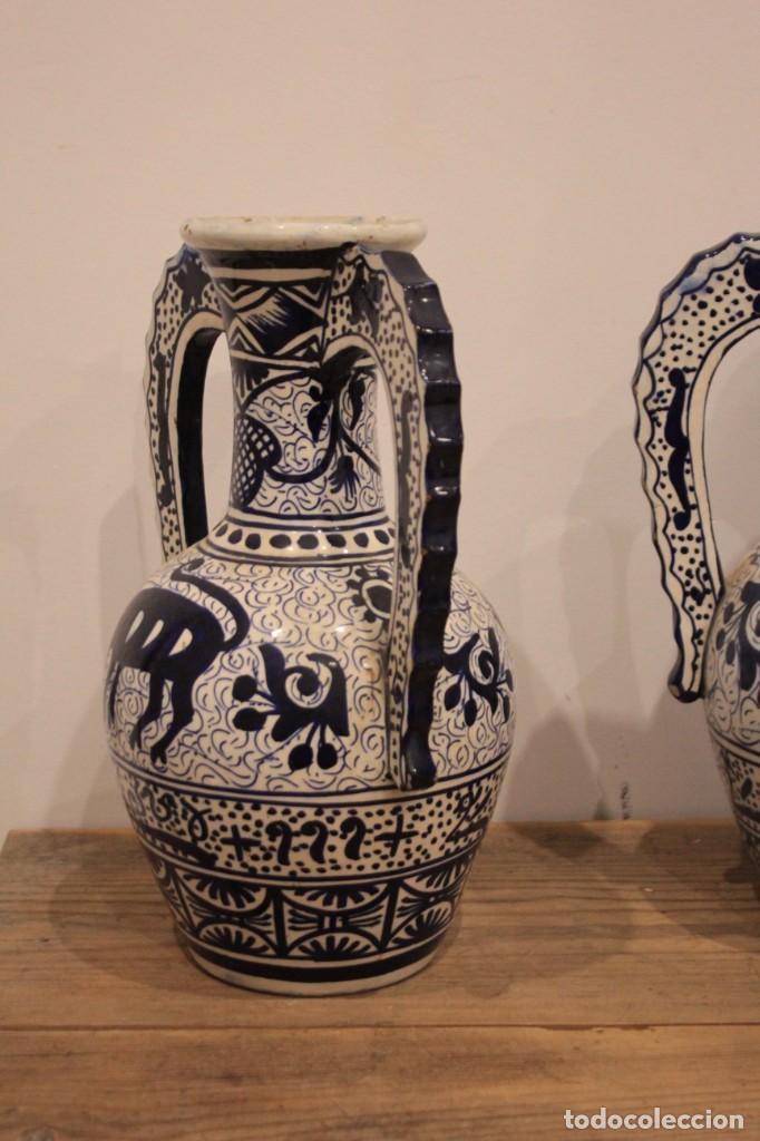 Antigüedades: Pareja de jarras con asas, cerámica granadina. 28cm de altura. Con numeración. - Foto 4 - 224098002