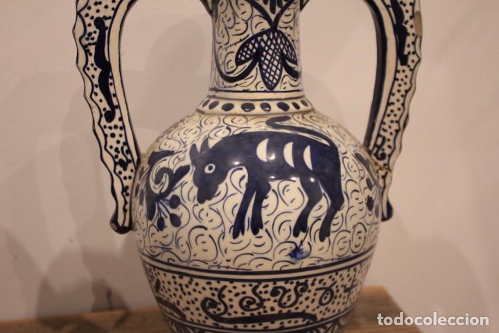 Antigüedades: Pareja de jarras con asas, cerámica granadina. 28cm de altura. Con numeración. - Foto 7 - 224098002