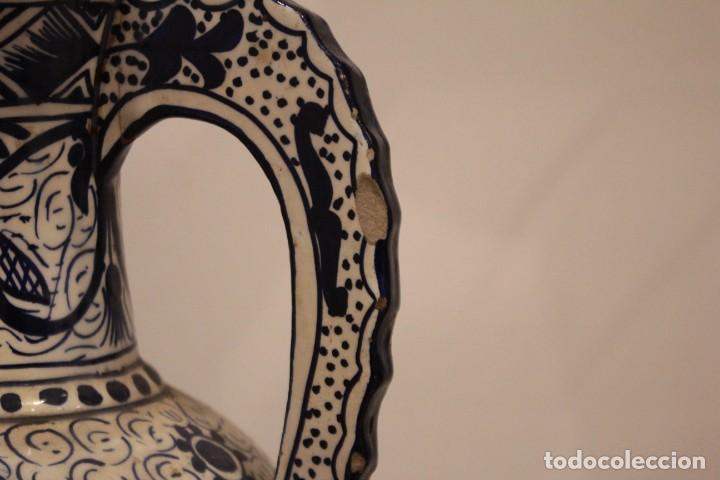 Antigüedades: Pareja de jarras con asas, cerámica granadina. 28cm de altura. Con numeración. - Foto 9 - 224098002
