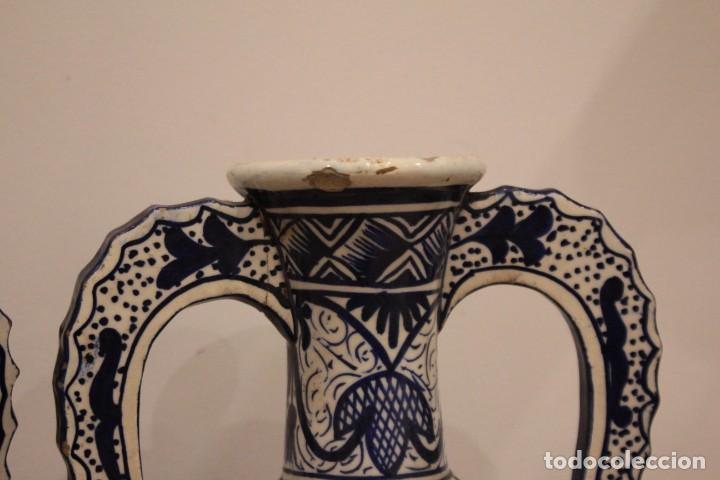Antigüedades: Pareja de jarras con asas, cerámica granadina. 28cm de altura. Con numeración. - Foto 10 - 224098002