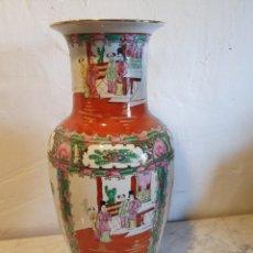 Antigüedades: JARRON PORCELANA MACAU CON SELLO. Lote 224138288