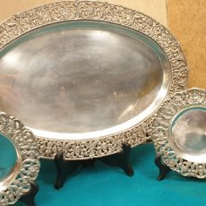 Antigüedades: BANDEJA Y PLATILLOS DE PLATA INGLESA. Lote 224155591