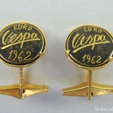 Antiguidades: MAGNIFICO JUEGO DE GEMELOS DORADOS EURO VESPA 1962-OBJETO DE COLECCIÓN. Lote 224167395