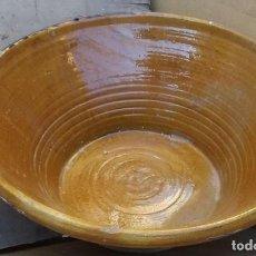 Antigüedades: LEBRILLO ANTIGUO DE BARRO DE LA ZONA DE BAILEN LAÑADO TAMAÑO: 63 X 25. Lote 224176783