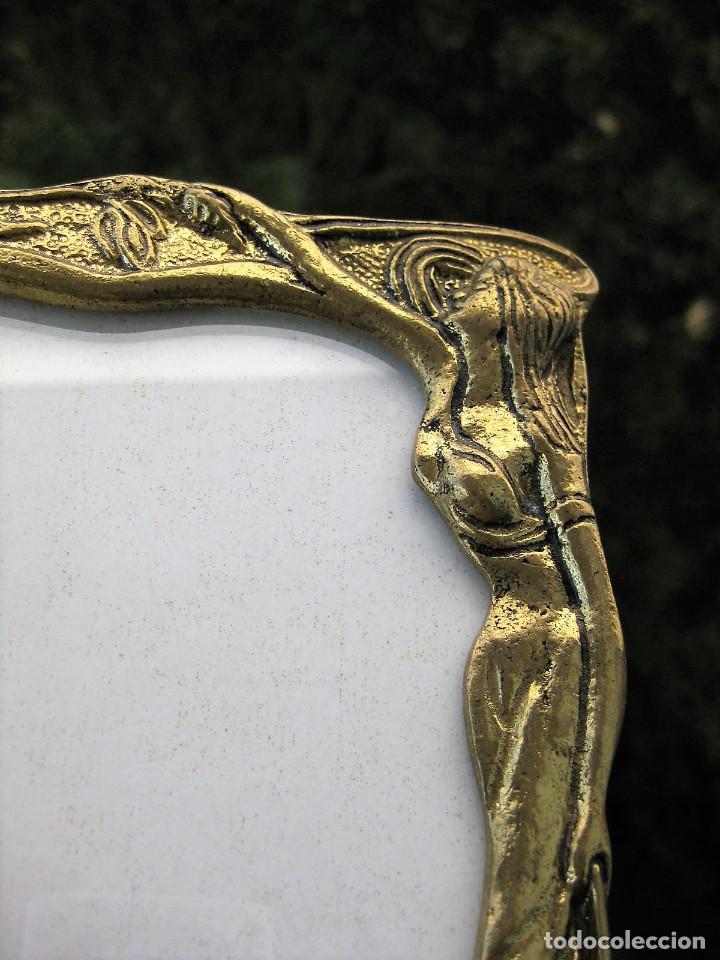 Antigüedades: 2 MARCOS PORTARRETRATOS ART NOUVEAU EN BRONCE MACIZO CON PIE Y CRISTAL PERFECTOS, TRASERA DE ACERO. - Foto 11 - 224210255