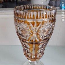 Antigüedades: ANTIGUO JARRÓN DE CRISTAL DE BOHEMIA - TALLADO Y DE COLOR ÁMBAR - GRAN TAMAÑ0. Lote 224213811