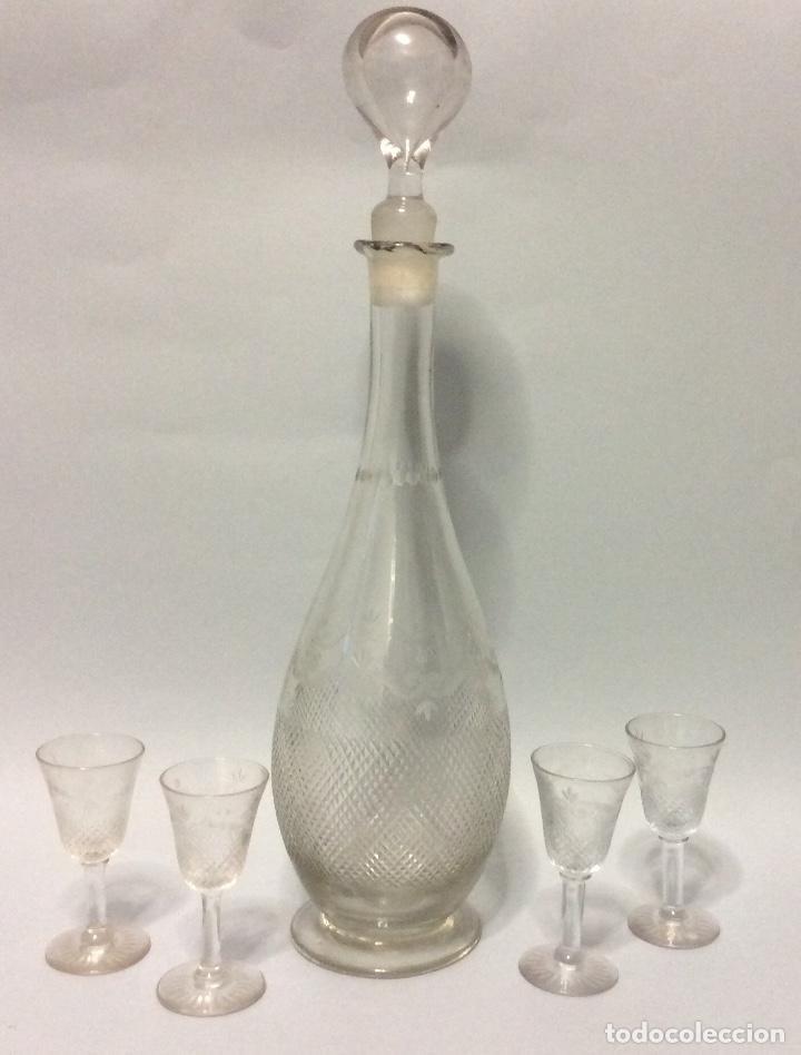 PRECIOSA LICORERA ANTIGUA EN CRISTAL TALLADO Y CONJUNTO DE CUATRO COPITAS,ALTURA 38 CM (Antigüedades - Cristal y Vidrio - Baccarat )
