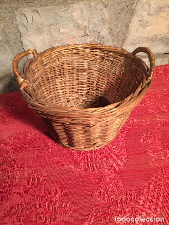 Antigüedades: Antiguo pequeño canasto / cesta de mimbre de los años 20-30 - Foto 2 - 224235982