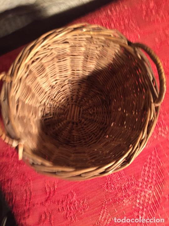 Antigüedades: Antiguo pequeño canasto / cesta de mimbre de los años 20-30 - Foto 3 - 224235982