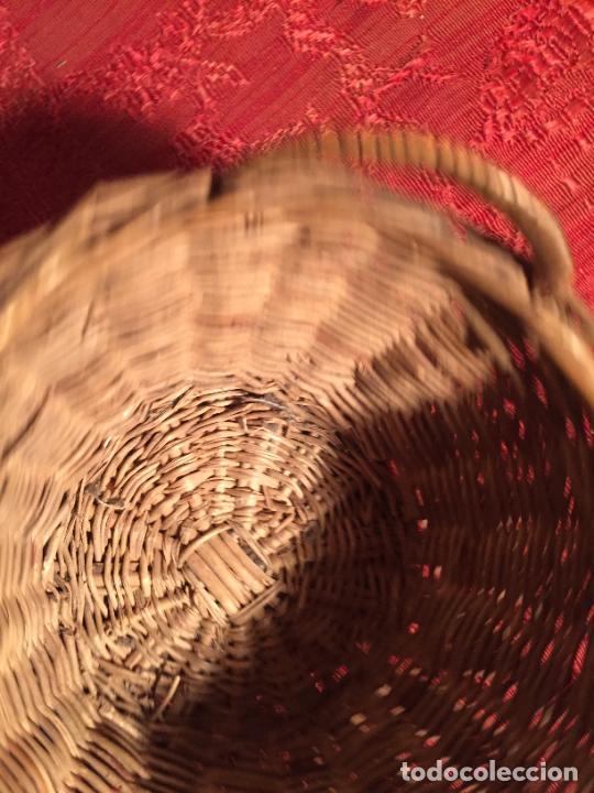 Antigüedades: Antiguo pequeño canasto / cesta de mimbre de los años 20-30 - Foto 4 - 224235982