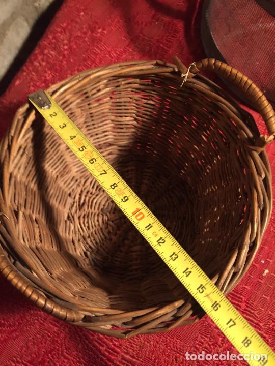 Antigüedades: Antiguo pequeño canasto / cesta de mimbre de los años 20-30 - Foto 9 - 224235982