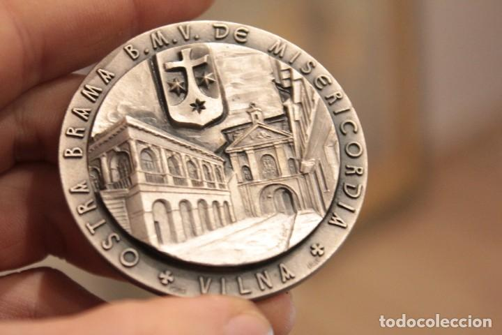 Antigüedades: Medalla / medallón, B.M.V. de Misericordia, Vilna... 1983 joanne paulo . B. RAPHAEL KALINSWOSKI 5CM - Foto 2 - 224252045
