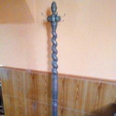 Antigüedades: ANTIGUO PERCHERO DE MADERA DE ROBLE DECORADO. Lote 224259070