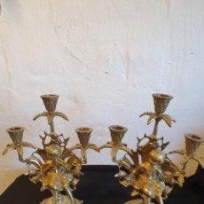 Antigüedades: PAREJA DE CANDELABROS EN BRONCE. Lote 224287023