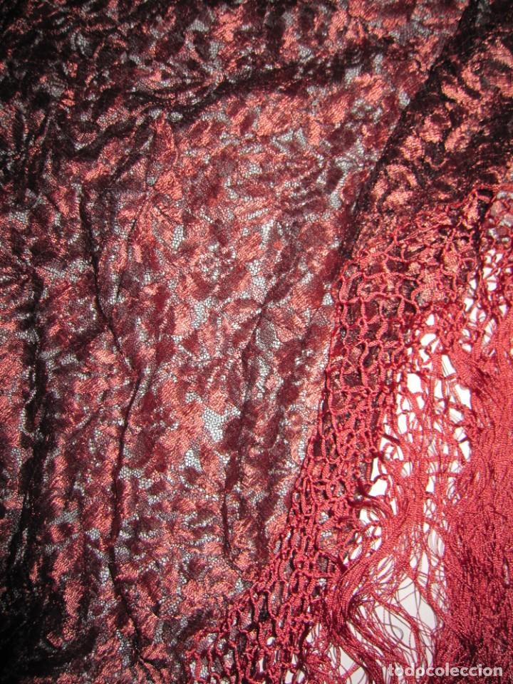 Antigüedades: Mantilla Mantón antiguo encaje cobre rojizo sobre negro - Foto 15 - 174958512