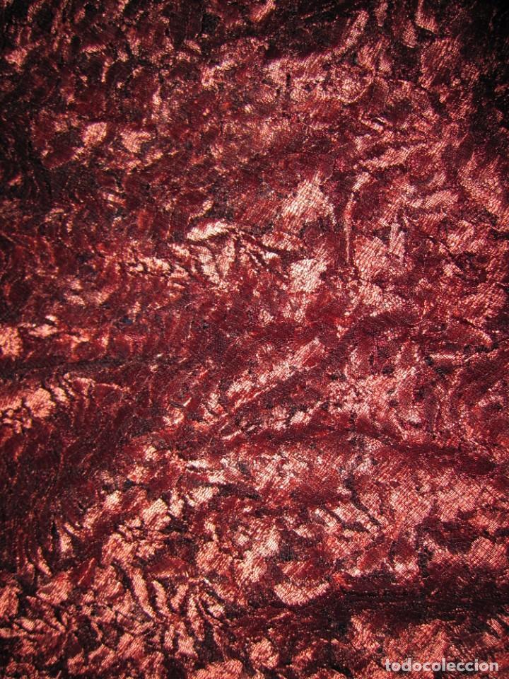 Antigüedades: Mantilla Mantón antiguo encaje cobre rojizo sobre negro - Foto 45 - 174958512