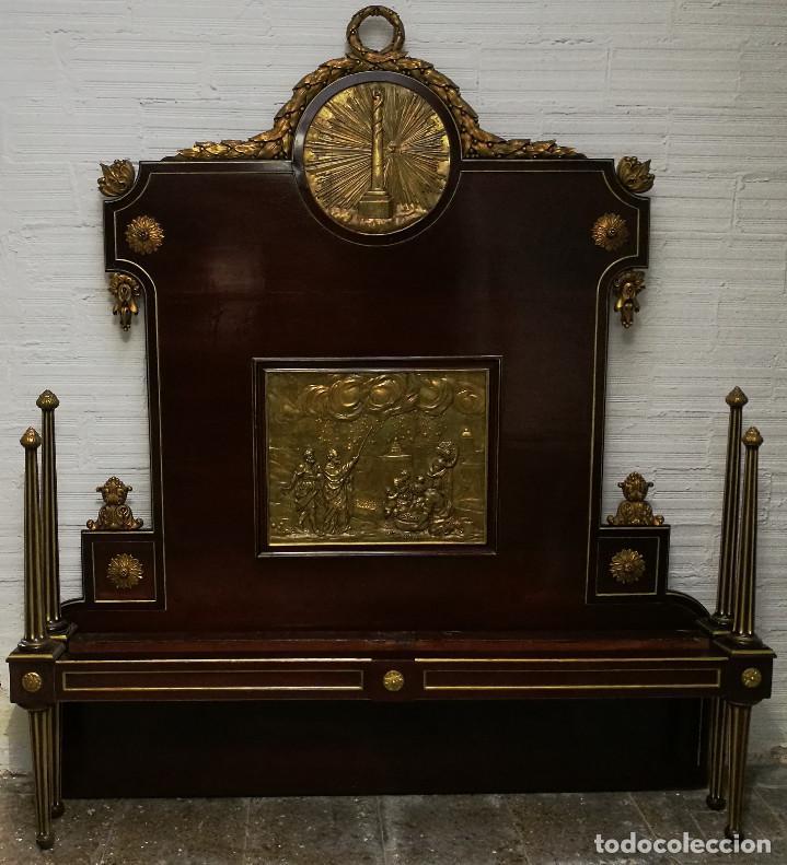 ESPECTACULAR CAMA CARLOS IV DE CAOBA CON TALLA Y DORADOS. CIRCA 1800. (Antigüedades - Muebles Antiguos - Camas Antiguas)