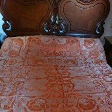 Antigüedades: COLCHA BORDADO SEDA, COLOR NARANJA. Lote 224325201
