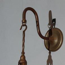 Antiquités: APLIQUE CANDIL DE LATÓN LÁMPARA DE ACEITE PETRÓLEO. Lote 224349072