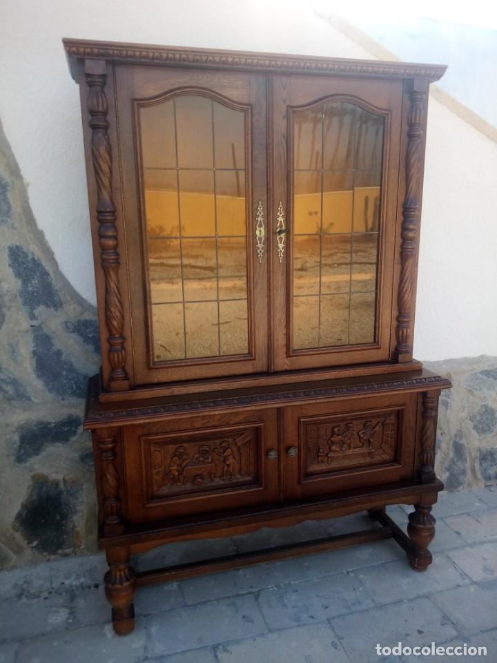 PRECIOSA VITRINA DE MADERA CON ADORNOS TALLADOS,CRISTALES CARAMELO CON ESTAÑO,2 PIEZAS. (Antigüedades - Muebles Antiguos - Vitrinas Antiguos)