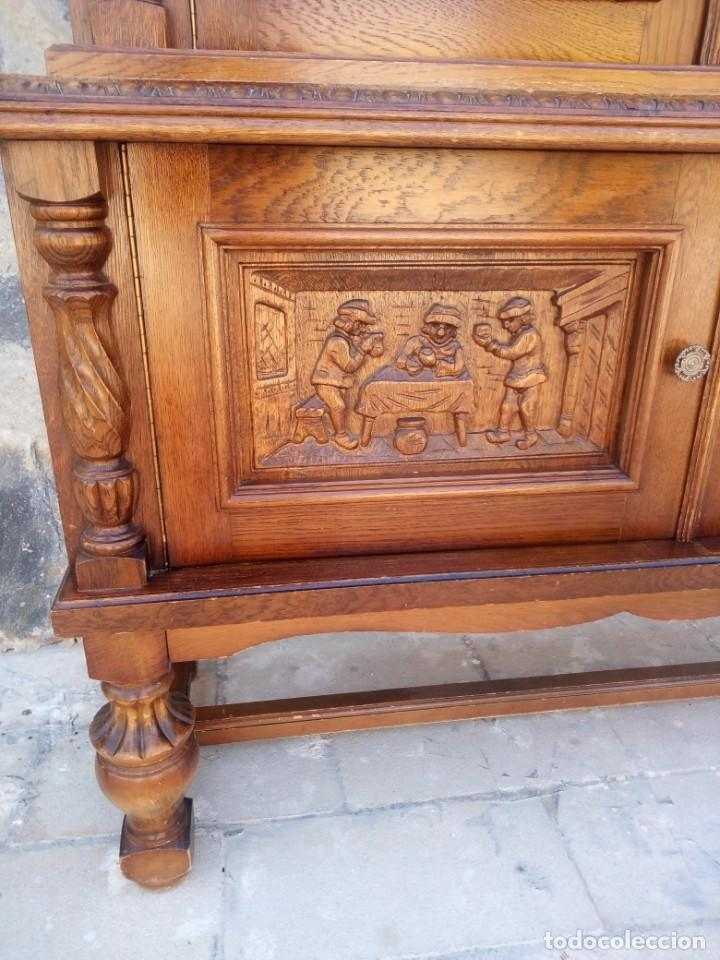 Antigüedades: Preciosa vitrina de madera con adornos tallados,cristales caramelo con estaño,2 piezas. - Foto 6 - 224391127