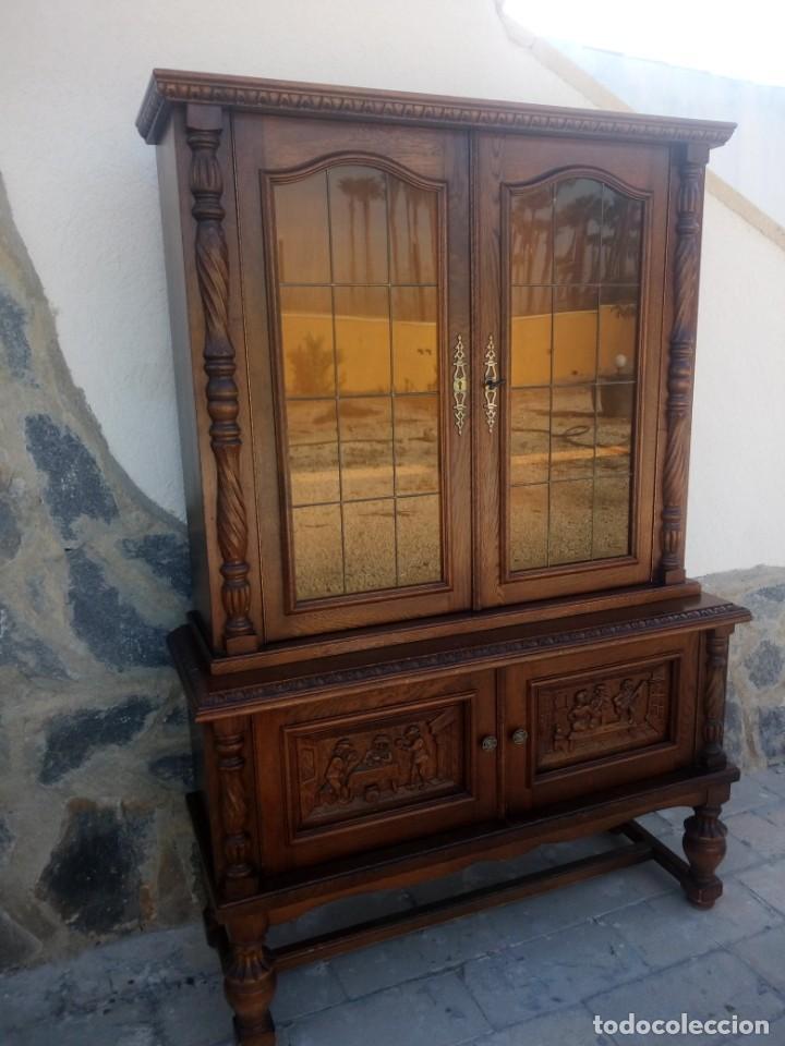 Antigüedades: Preciosa vitrina de madera con adornos tallados,cristales caramelo con estaño,2 piezas. - Foto 8 - 224391127