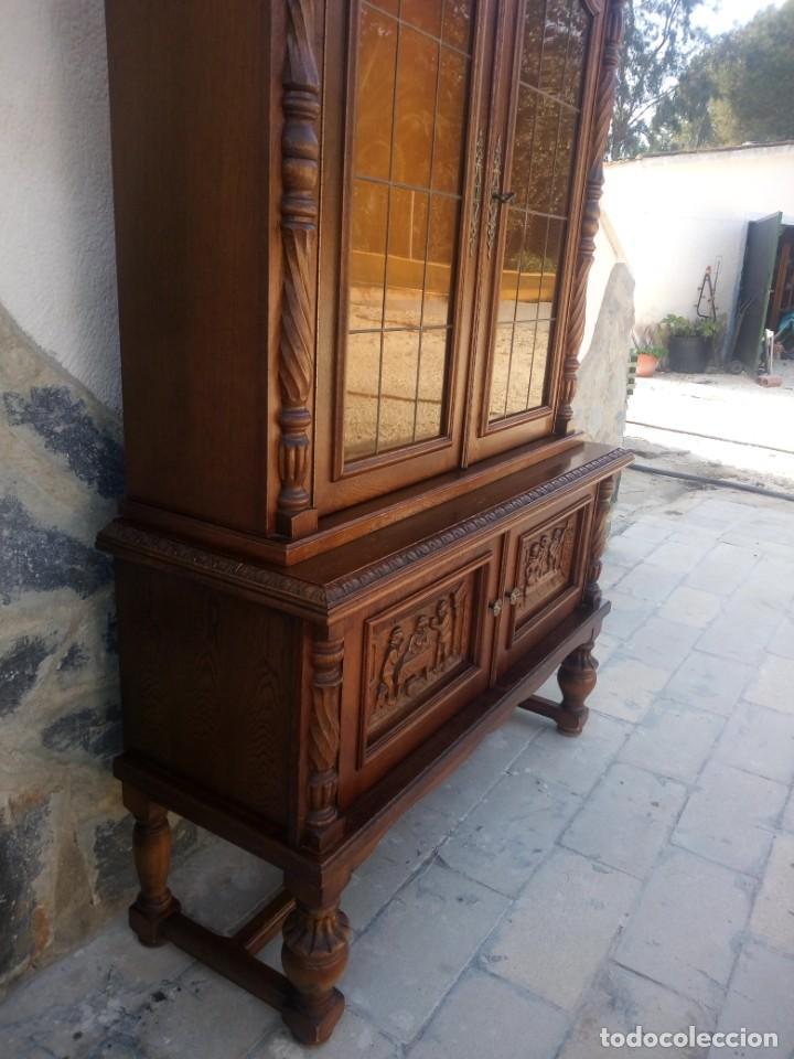 Antigüedades: Preciosa vitrina de madera con adornos tallados,cristales caramelo con estaño,2 piezas. - Foto 10 - 224391127