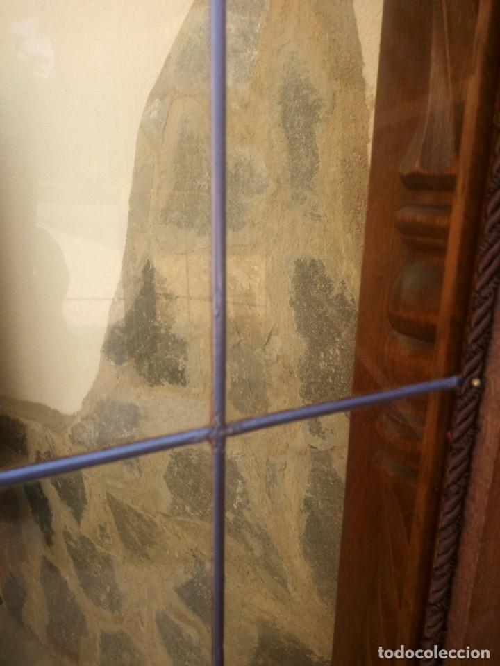 Antigüedades: Preciosa vitrina de madera con adornos tallados,cristales caramelo con estaño,2 piezas. - Foto 18 - 224391127