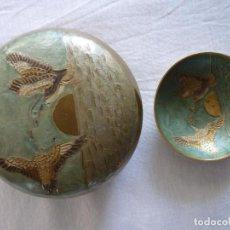 Antigüedades: JOYERO DE BRONCE ESMALTADO CON PLATILLO PARA POSAR MONEDAS Y JOYAS. Lote 224420970