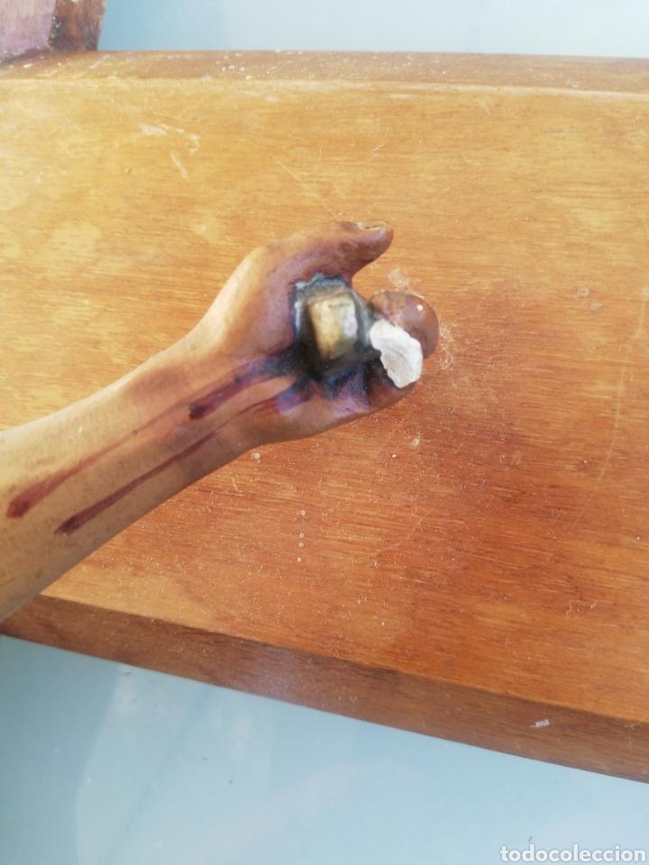 Antigüedades: Antiguo crucifijo en madera y escayola - Foto 4 - 224445323