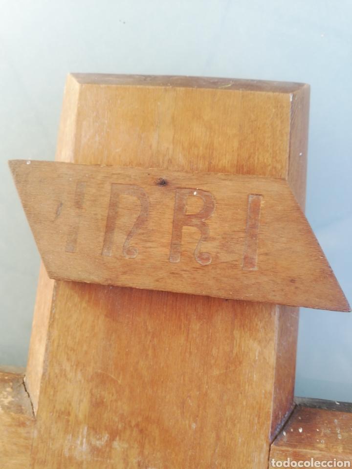 Antigüedades: Antiguo crucifijo en madera y escayola - Foto 7 - 224445323