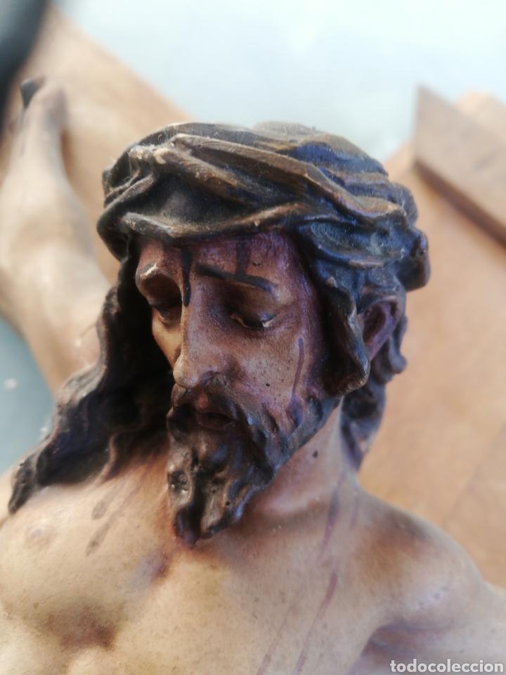 Antigüedades: Antiguo crucifijo en madera y escayola - Foto 9 - 224445323