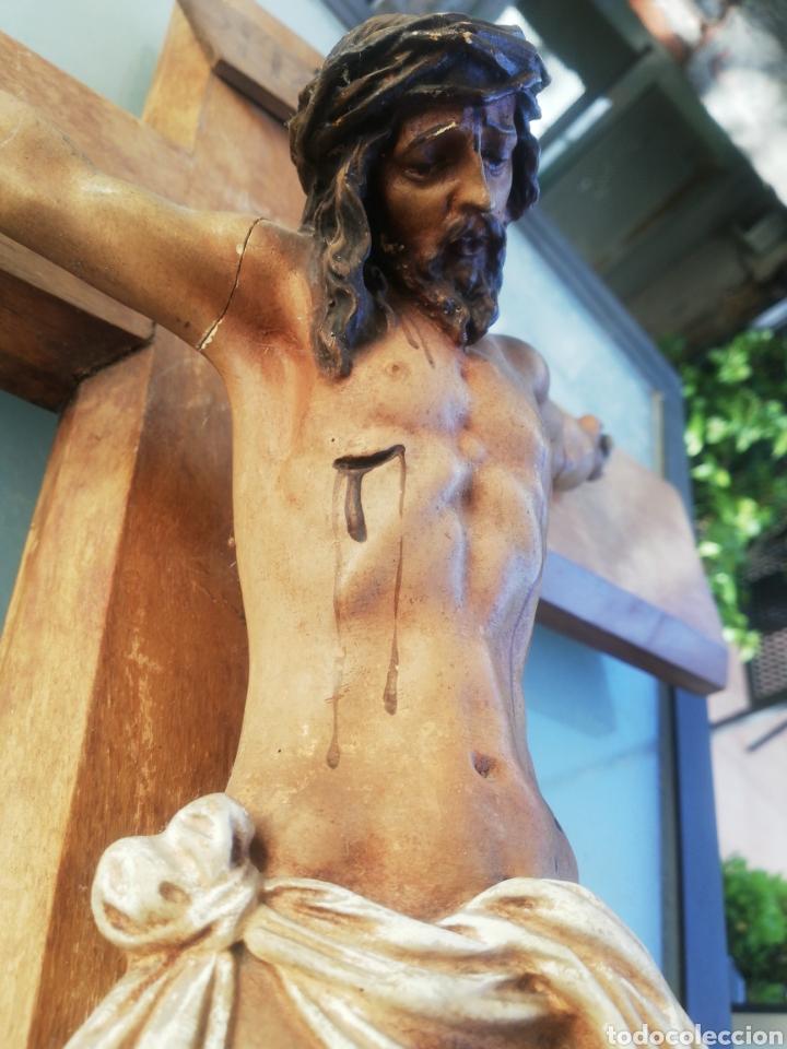 Antigüedades: Antiguo crucifijo en madera y escayola - Foto 10 - 224445323