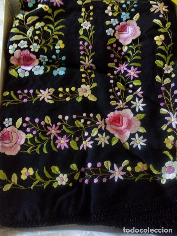 Antigüedades: Manton de manila sevillano seda natural bordado a mano tamaño grande - Foto 2 - 224464415