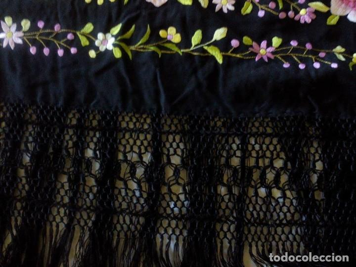 Antigüedades: Manton de manila sevillano seda natural bordado a mano tamaño grande - Foto 3 - 224464415