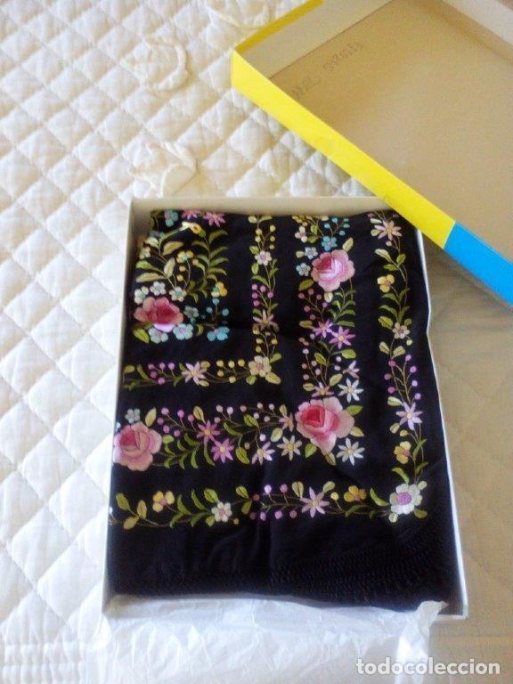 Antigüedades: Manton de manila sevillano seda natural bordado a mano tamaño grande - Foto 4 - 224464415