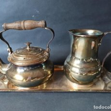 Antigüedades: JUEGO DE TETERA, JARRA Y BANDEJA, MENESES. Lote 224471868