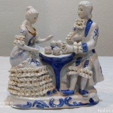 Antigüedades: PRECIOSA PORCELANA ANTIGUA PAREJA DE ENAMORADOS. Lote 224517528