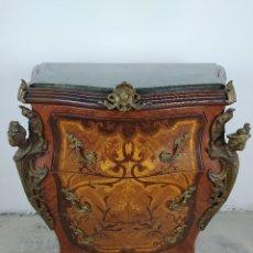 Antiquités: CÓMODA ABOMBADA LUIS XV EN MARQUETERÍA Y BRONCES. Lote 224581852