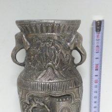 Antigüedades: ANTIGUO FLORERO METALICO , BUEN ESTADO .. Lote 224636170