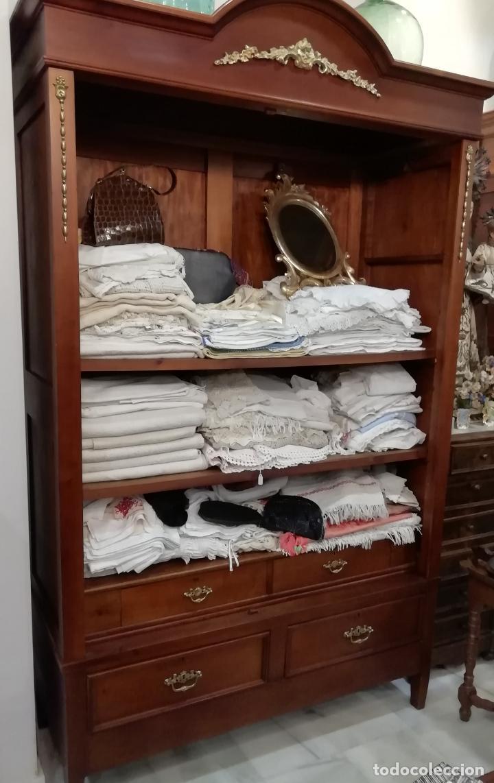 ANTIGUO ARMARIO ROPERO EN MADERA DE CAOBA (Antigüedades - Muebles Antiguos - Armarios Antiguos)