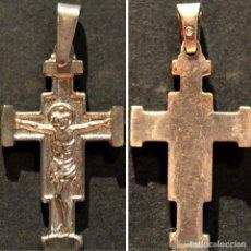Antigüedades: ANTIGUA CRUZ COLGANTE BAÑO EN PLATA. Lote 138755426