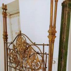 Antigüedades: MAGNIFICA CAMA DE COLGADURAS SIGLO XVIII-XIX. HIERRO, METAL Y BRONCE.. Lote 224771430