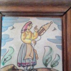 Antigüedades: ~~~~ ANTIGUO AZULEJO COSTUMBRISTA OFICIOS ENMARCADO, HILANDERA, MIDE 15 X 15 CM.~~~~. Lote 224790398