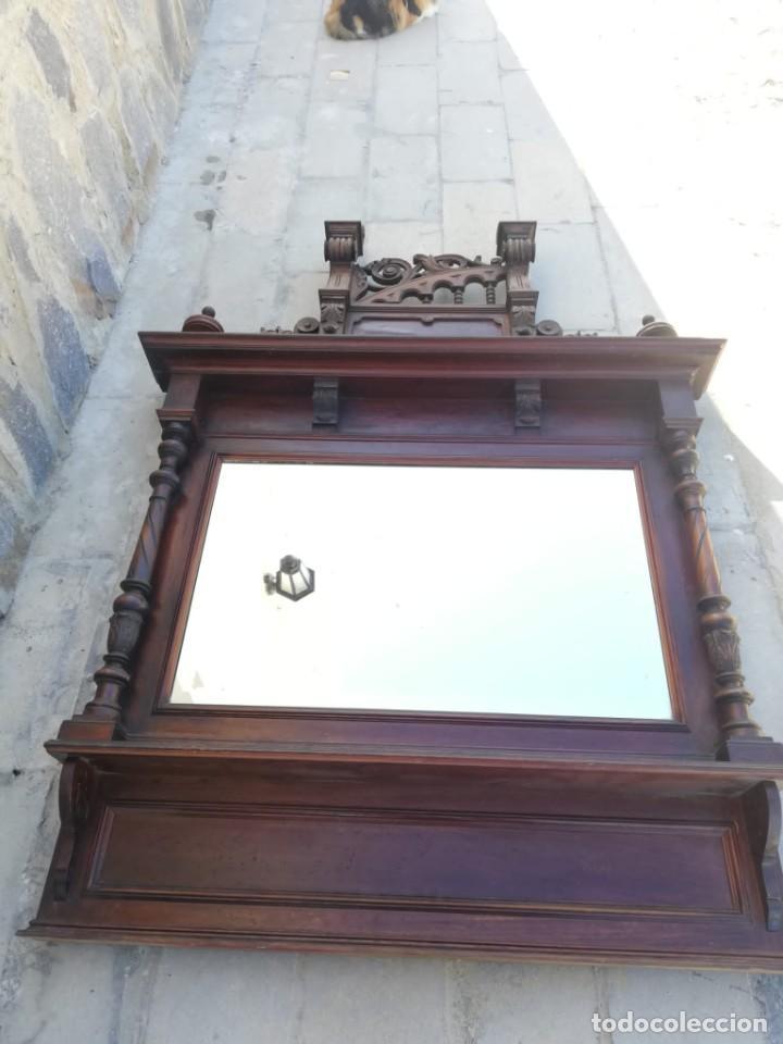 Antigüedades: Antiguo espejo colonial, de madera maciza ,madera tallada,cristal biselado. - Foto 2 - 224791522