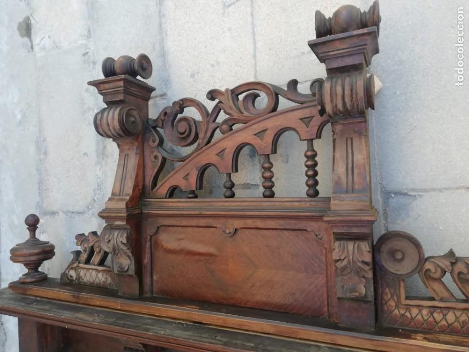 Antigüedades: Antiguo espejo colonial, de madera maciza ,madera tallada,cristal biselado. - Foto 3 - 224791522