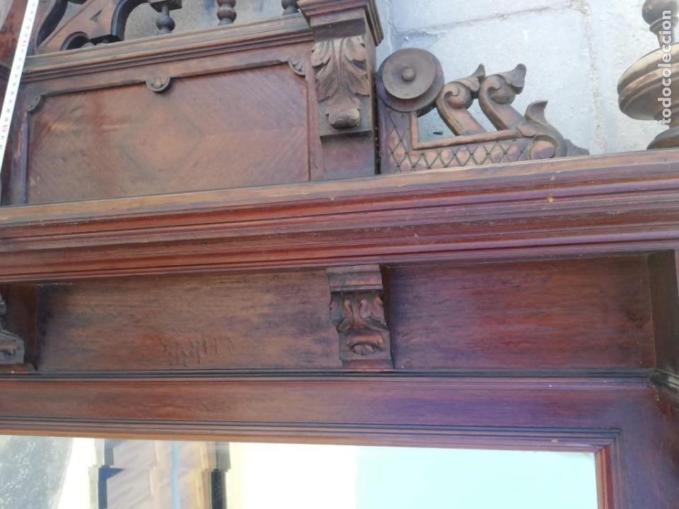 Antigüedades: Antiguo espejo colonial, de madera maciza ,madera tallada,cristal biselado. - Foto 5 - 224791522