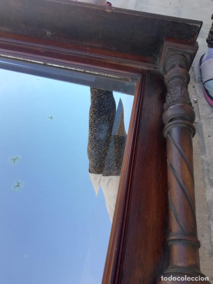Antigüedades: Antiguo espejo colonial, de madera maciza ,madera tallada,cristal biselado. - Foto 11 - 224791522