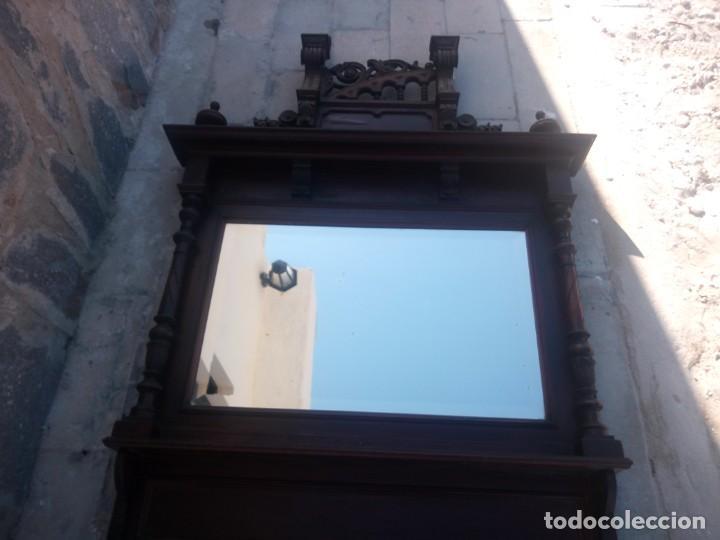 Antigüedades: Antiguo espejo colonial, de madera maciza ,madera tallada,cristal biselado. - Foto 20 - 224791522